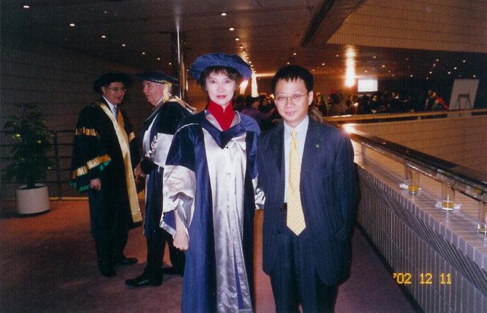 祝賀蕭芳芳博士2002年獲香港公開大學授予榮銜