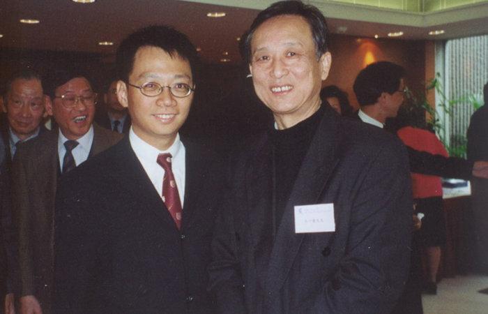 2001年與諾貝爾文學獎得主高行健先生