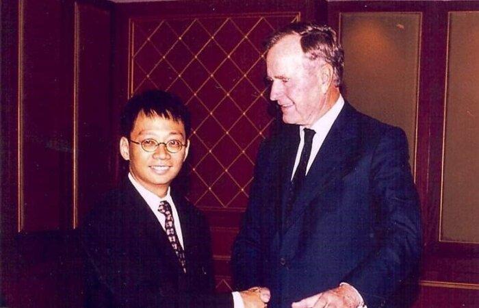 林博士於南京大學與美國前總統老布殊先生會面