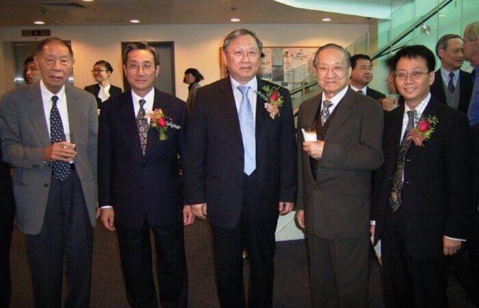 2004年, 我在香港公開大學林健忠講座擔任主禮嘉賓, 很高興金庸先生, 全國人大副委員長路甬祥教授、 梁智仁校長及陳曾燾先生蒞臨參加。
